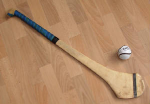 hurling_ball_and_hurley.jpg